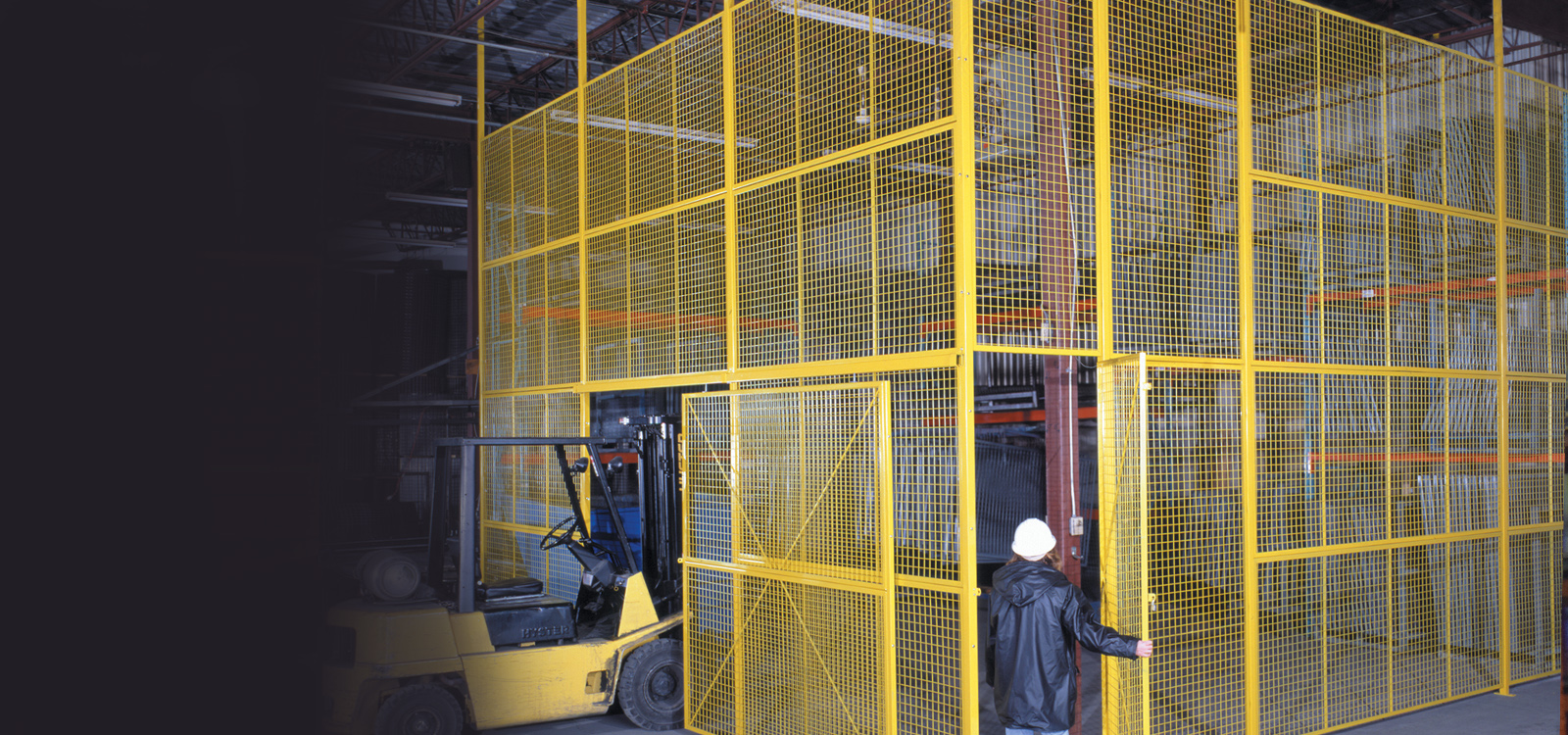 Banner-wire-mesh-partitions